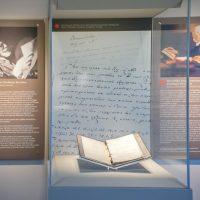 4. Το πρώτο βιβλίο της μετάφρασης της Ιστορίας του Θουκυδίδη από τον Ελευθέριο Βενιζέλο, όπως παρουσιάζεται στον ειδικά διαμορφωμένο χώρο του Μουσείου. / The exhibit of the first book of the translation of the History of Thucydides by Eleftherios Venizelos in the Museum.