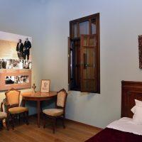 4. Δωμάτιο αφιερωμένο στην Έλενα Σκυλίτση, τη δεύτερη σύζυγο του Ελευθερίου Βενιζέλου. / Room dedicated to Helena Schilizzi, the second wife of Eleftherios Venizelos.