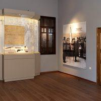 5. Στον χώρο αυτό το εποπτικό υλικό και η μουσειακή συλλογή ανασυνθέτουν την επαναστατική δράση του Βενιζέλου. / In this room the visual material and the collection of the museum reconstruct the revolutionary action of Venizelos.