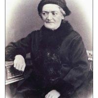 4. H μητέρα του, Στυλιανή Πλουμιδάκη. / His mother, Styliani Ploumidaki.