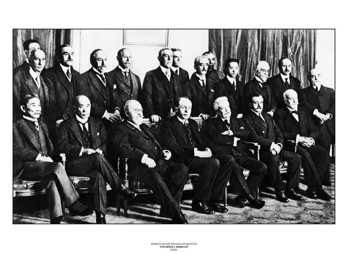 30. Τα ιδρυτικά μέλη της Κοινωνίας των Εθνών συνεδριάζουν για το χάρτη του Οργανισμού, 22 Φεβρουαρίου 1919. / The founding members of the League of Nations preparing the Charter of the Organization, February 22, 1919.