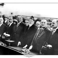 45. O Πρωθυπουργός Ελευθέριος Βενιζέλος και τα μέλη του Υπουργικού Συμβουλίου την περίοδο 1928-1932 στην Ελληνική Βουλή. / The Greek Prime Minister Eleftherios Venizelos and members of the cabinet of the period 1928-1932 in the Greek Parliament.