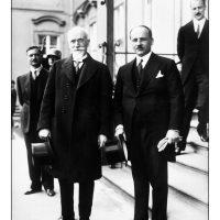 52. Ο Ελευθέριος Βενιζέλος με τον Γερμανό καγκελάριο Η. Muller. Βερολίνο 1929. / Eleftherios Venizelos with the German Chancellor H. Muller. Berlin 1929.