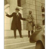 63. O Ελευθέριος Βενιζέλος με τον Ισμέτ Ινονού, κατά την επίσκεψη του τελευταίου στην Αθήνα, 1931. / Eleftherios Venizelos with Ismet Inonou during the latter's visit to Athens, 1931.