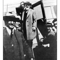 64. Ο Ελευθέριος Βενιζέλος εξερχόμενος από αεροπλάνο. Οι κυβερνήσεις Βενιζέλου έθεσαν τα θεμέλια της Πολιτικής Αεροπορίας στην Ελλάδα, 1931. / Eleftherios Venizelos while is exiting an airplane. The administration of Venizelos set the foundations of Civil Aviation in Greece, 1931.
