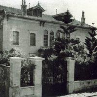 5. Η οικία και ο κήπος μετά την ανακαίνιση του 1927, που έφερε τη σφραγίδα του Ελευθερίου Βενιζέλου. / The house and the garden after the renovation of 1927.