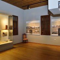 7. Με εποπτικό υλικό και μουσειακά τεκμήρια παρουσιάζεται η πολιτική πορεία του Ελευθερίου Βενιζέλου,. / In this room the visual material and the collection of the museum reconstruct the action of Venizelos as a statesman.