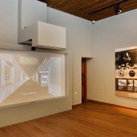 8. Ο διαδραστικός τοίχος παρουσιάζει τη ζωή του Βενιζέλου χρονολογικά με υλικό από το Αρχείο του Ιδρύματος. / The interactive wall presents a diary of events of Venizelos' life and era, using material from the archive of the Foundation.