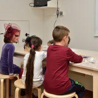 6. Παιχνίδια και δραστηριότητες στην εκπαιδευτική-διαδραστική σοφίτα του Μουσείου (Δωρεά του Ιδρύματος Σταύρος Νιάρχος). / Playing while learning in the Interactive Exhibits & Technology Hall (Donation by the Stavros Niarchos Foundation).