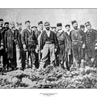 7. Ο Ελευθέριος Βενιζέλος ανάμεσα σε επαναστάτες, Ακρωτήρι 1897. / Eleftherios Venizelos with revolutionaries in Akrotiri, 1897.