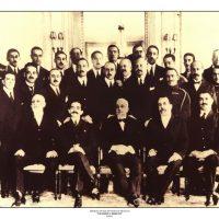 33. Τα μέλη της ελληνικής αντιπροσωπείας στο Συνέδριο της Ειρήνης, Παρίσι, Ιούνιος 1919. / Members of the Greek delegation at the Peace Conference. Paris, June 1919.
