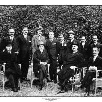 39. H ελληνική αντιπροσωπεία με επικεφαλής τον Ελευθέριο Βενιζέλο στις διαπραγματεύσεις της Λωζάννης, 1923. / The Greek delegation to the Lausanne peace negotiations headed by Eleftherios Venizelos, 1923.