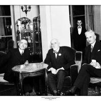 47. Ο Ελευθέριος Βενιζέλος με τον Υπουργό Εξωτερικών Μαρίνκοβιτς και τον Πρέσβη της Γιουγκοσλαβίας στο Παρίσι Σπαλάικοβιτς, Παρίσι 1928. / Eleftherios Venizelos with the Foreign Secretary of Yugoslavia Marinkovitch and the Ambassador of Yugoslavia to Paris Spalaikovitch, Paris 1928.