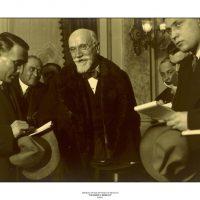 49. Ο Ελευθέριος Βενιζέλος κατά τη διάρκεια επίσκεψής του στο Βελιγράδι, δίνοντας συνέντευξη, 1928. / Eleftherios Venizelos during a visit in Belgrade, 1928.