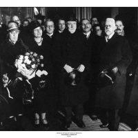 53. Ο Ελευθέριος Βενιζέλος με τη σύζυγό του Έλενα και τον αυστριακό καγκελάριο Σόμπερ κατά τη διάρκεια επίσκεψης του στη Βιέννη, Αύγουστος 1929. / Eleftherios Venizelos and his wife Elena with the Austrian Chancellor Schober. Vienna, August 1929.